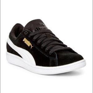 NWT Puma Black Suede Vikky Sneaker Size 6.5